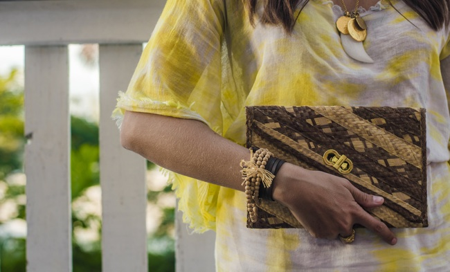 Bahamas Straw Clutch_Gold Detailing